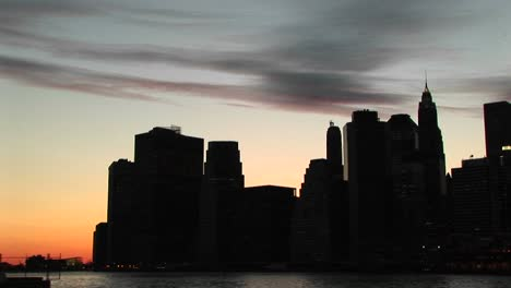 A-Silhouetted-Look-At-New-York-S-Skyscrapers-At-The-Goldenhour