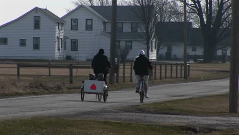 Young-People-On-Bikes-Pull-Two-Very-Young-Kids-In-A-Child-Carrier