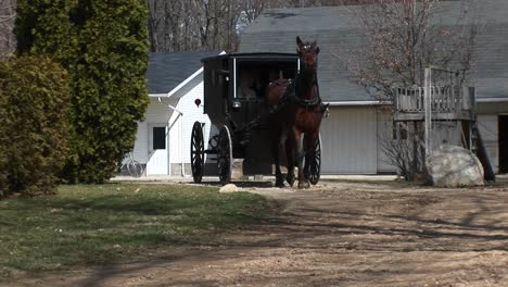 An-Amish-Horse-And-Buggy-Head-Out-To-The-Highway-With-Their-Passengers
