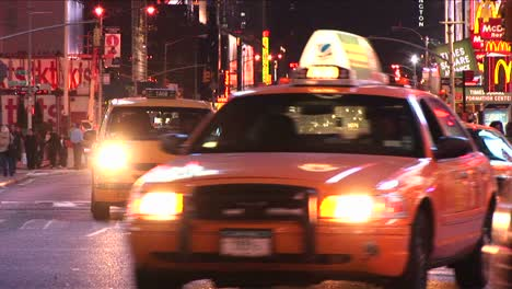 Yellow-Taxis-Dominate-The-Traffic-Scene-In-The-Bigapple