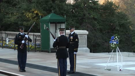 Three-Soldiers-Guard-The-Tomb-Of-The-Unknown-Soldier-1