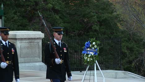 Soldiers-Guard-The-Tomb-Of-The-Unknown-Soldier