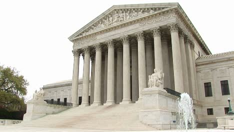 View-Of-Entrance-And-Fountain-Of-The-Us-Supreme-Court-Building-In-Washington-Dc
