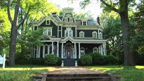 A-Lovely-Old-House-Is-Surrounded-By-Large-Leafy-Green-Trees
