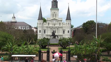 Horse-Drawn-Carts-And-Traffic-Pass-By-Jackson-Square-In-The-New-Orleans-French-Quarter