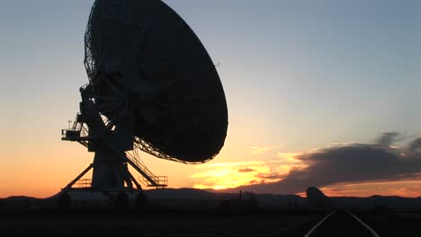 Mediumshot-Of-The-Satellite-Dish-At-The-National-Radio-Astronomy-Observatory-In-New-Mexico-1