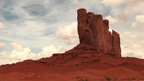Longshot-Of-A-Sandstone-Formation-At-Monument-Valley-Tribal-Park-In-Arizona-And-Utah-2