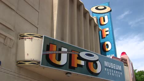 Medium-Shot-Of-The-Marquee-For-The-Ufo-Museum-In-Roswell-New-Mexico