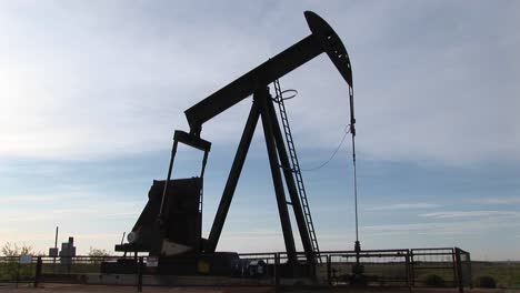 Medium-Shot-Of-An-Oil-Pump-Turning-In-The-New-Mexico-Desert