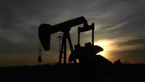 Medium-Shot-Of-A-Silhouetted-Oil-Pump-Turning-In-The-New-Mexico-Desert