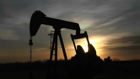 Medium-Shot-Of-A-Silhouetted-Oil-Pump-Turning-In-The-New-Mexico-Desert-1