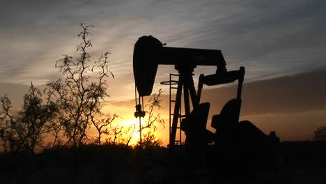 Medium-Shot-Of-A-Silhouetted-Oil-Pump-Turning-In-The-New-Mexico-Desert-2