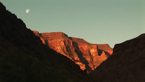 Long-Shot-Of-The-Moon-Hanging-Over-The-Grand-Canyon