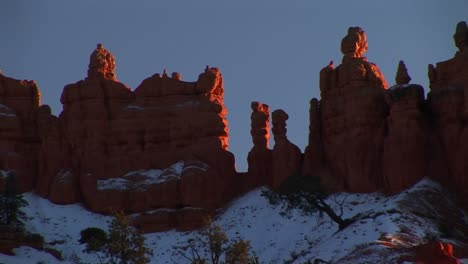 Mediumshot-Of-Rock-Formations-In-Bryce-Canyon-National-Park-Dusted-In-Snow