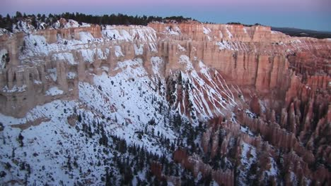 Panoramic-Panright-Along-The-Snowcovered-Claron-Formations-Of-Bryce-Canyon-National-Park