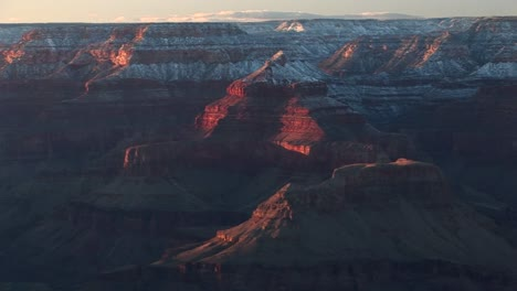 Wide-Shot-Of-Flattopped-Rims-Surrounding-The-Grand-Canyon