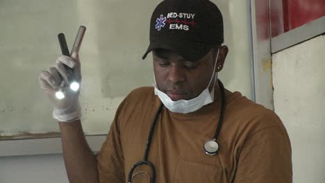 Doctors-operate-on-injured-victims-of-the-Haiti-earthquake