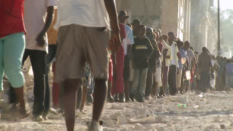Long-lines-of-refugees-wait-on-the-streets-of-Haiti-following-their-devastating-earthquake
