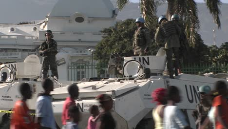 UN-peacekeepers-around-the-Presidential-Palace-in-Port-Au-Prince-haiti-after-a-devastating-earthquake