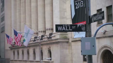 Pull-focus-on-a-street-sign-reading-Wall-St