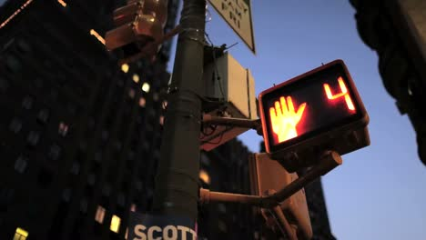 Pedestrian-crossing-countdown-sign-at-an-intersection-in-New-York-City