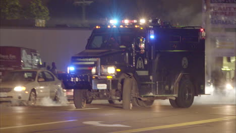 Military-style-Policía-vehicles-invade-Ferguson-Missouri-during-rioting-there