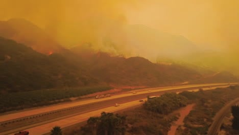 Remarkable-aerial-over-the-huge-Thomas-Fire-burning-in-the-hills-of-Ventura-County-near-the-101-freeway-1
