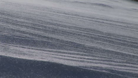 Panningshot-of-blowing-snow-on-a-slope