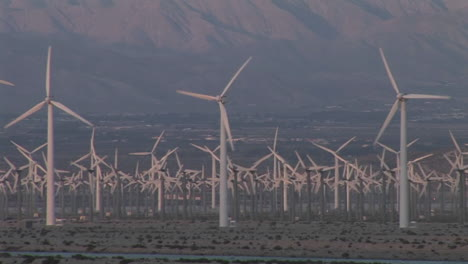 Windmills-generate-electricity-in-the-California-desert