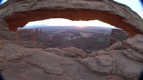 Mesa-Arch-in-Canyonlands-National-Park