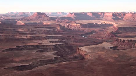 The-amazing-canyons-of-the-desert-Southwest-during-the-goldenhour