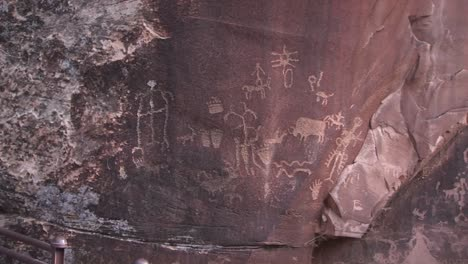 Ancient-petroglyphs-adorn-a-rock-outcropping-in-the-American-West