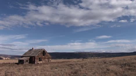 Long-shot-of-an-old-abandoned-homestead-on-a-lonely-prairie