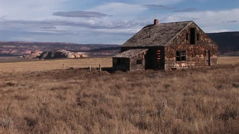 An-abandoned-settler-cabin-sits-on-the-plains-of-America