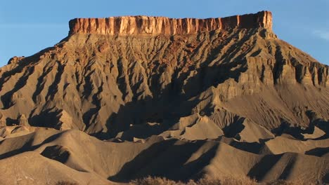 A-large-butte-stands-in-the-Southwest-desert