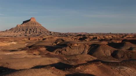 Long-shot-of-a-remarkable-rock-formation-in-the-desert
