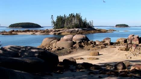El-Agua-Se-Mueve-Entre-Pequeñas-Islas-En-Alta-Mar-Una-Aldea-De-Langostas-En-Stonington-Maine