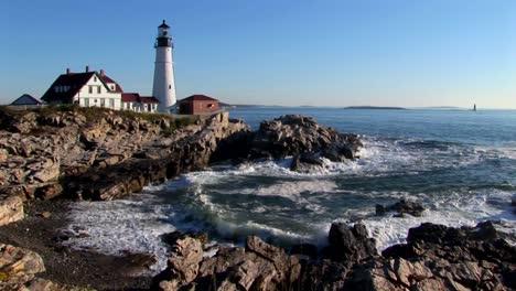 El-Faro-De-Portland-Head-Supervisa-El-Océano-Desde-Las-Rocas-En-Maine-Nueva-Inglaterra