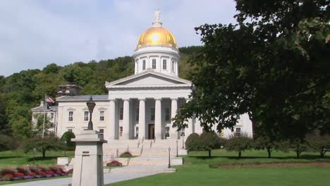 A-gold-dome-tops-the-capital-building-in-Montpelier-Vermont