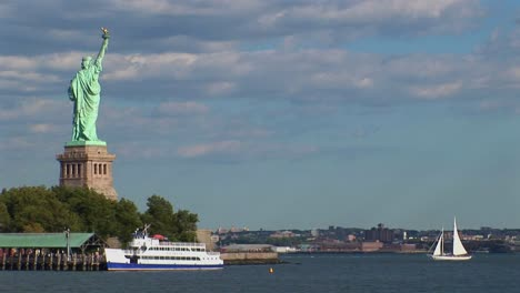 The-Statue-of-Liberty-in-New-York-Harbor-at-day-