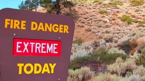 A-Smoky-Bear-fire-danger-sign-4