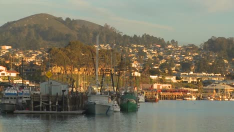 The-small-Central-California-town-of-Morro-Bay-with-fishing-boats-in-the-harbor