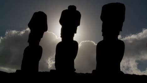 Easter-Island-statues-are-silhouetted-against-the-sun