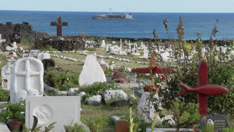 Graves-adorn-a-South-Sea-cemetery