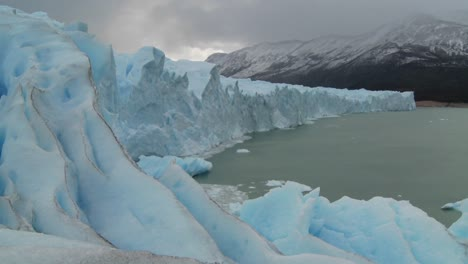 Pan-across-the-lip-of-a-glacier