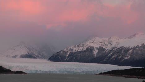 Sunrise-over-a-glacier-2