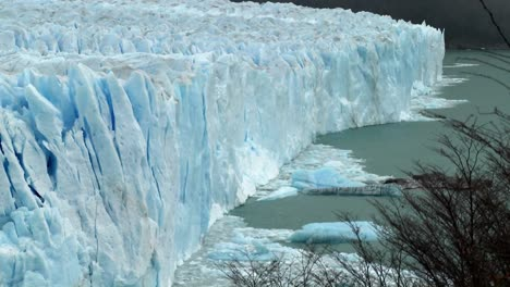 Ice-has-calved-from-a-glacier-1