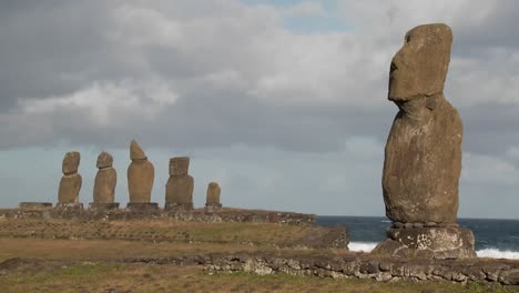 The-mystical-statues-of-Easter-Island