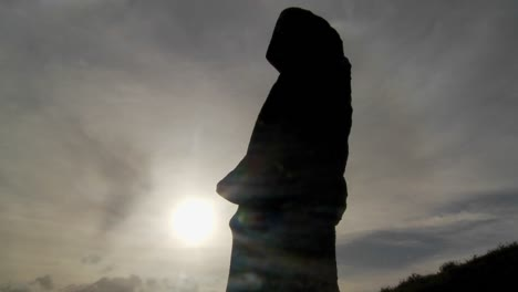 Clouds-move-behind-Easter-Island-statues-2