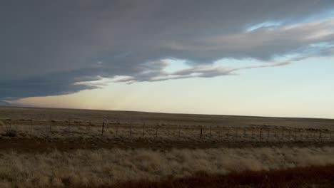 Nubes-Oscuras-Se-Mueven-Sobre-El-Paisaje-En-Este-Lapso-De-Tiempo-Tomado-Desde-La-Patagonia-Argentina